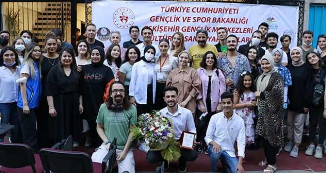 'SAHNESİZLER' KONSERİ DÜZENLENDİ