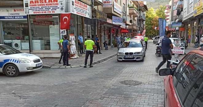 POLİSİN ÜSTÜNE OTOMOBİL SÜREN KİŞİ YAKALANDI