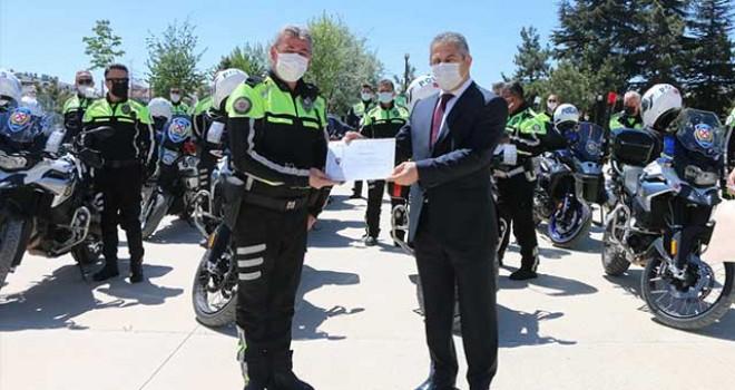ŞAHİN TİMLERİ'NDE GÖREVLİ 14 POLİSE SERTİFİKA VERİLDİ