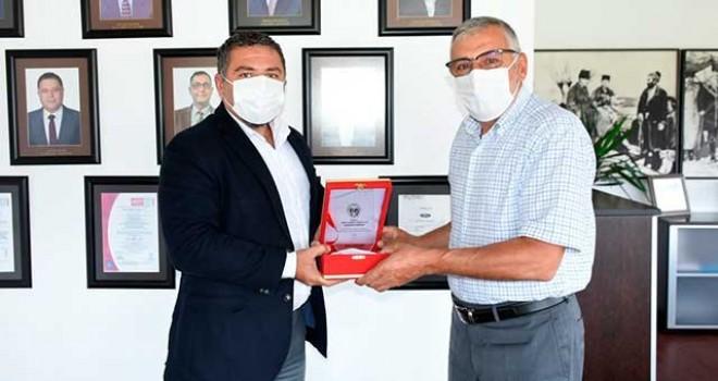 BAŞKAN BOZKURT'TAN FORD OTOSAN'A TEŞEKKÜR PLAKETİ