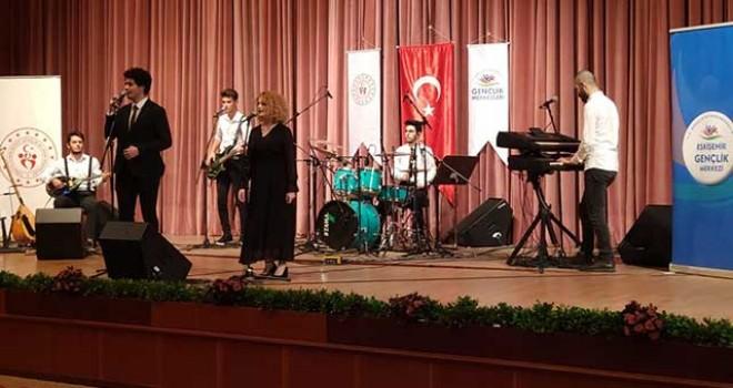 ESKİŞEHİRLİ 'SOSYAL MESAFE' GRUBU BİRİNCİ OLDU