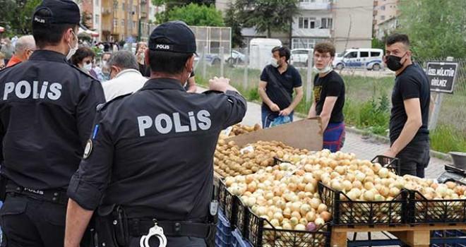 POLİS EKİPLERİNDEN SEMT PAZARINDA DENETİM